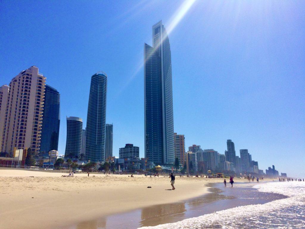 ゴールドコーストのビーチの風景
