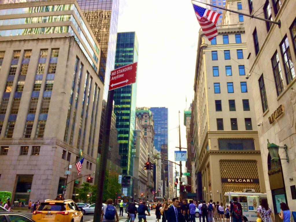 ニューヨークのビル群の風景