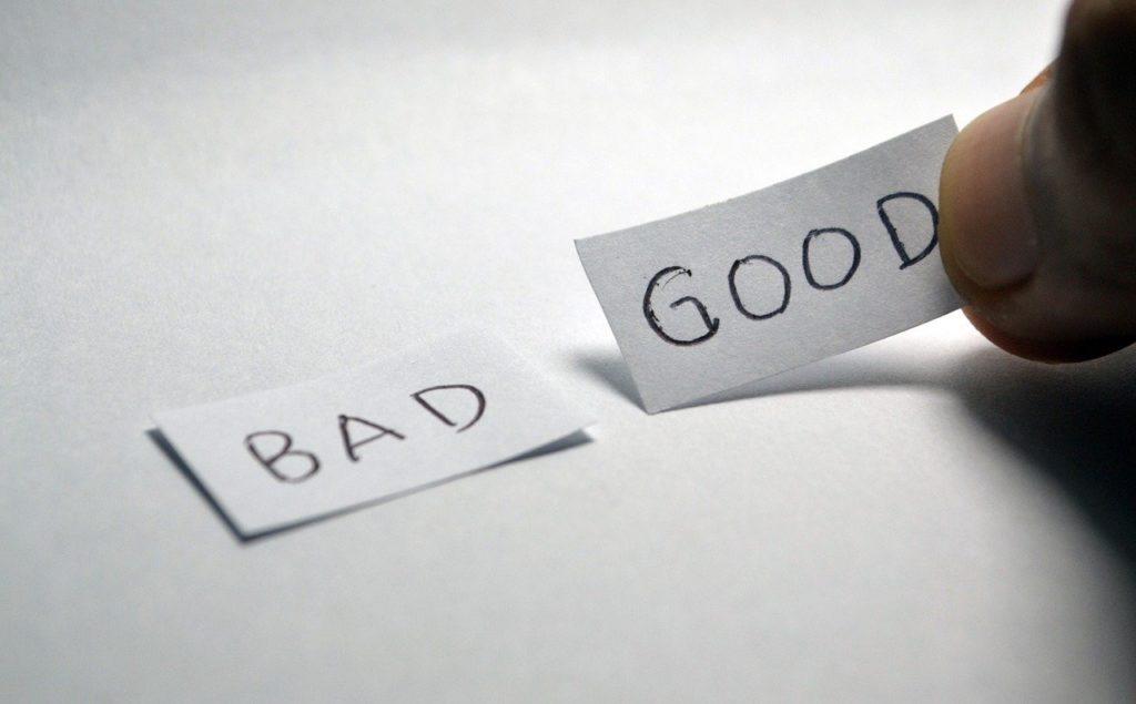 badとgoodと書かれた二枚の紙