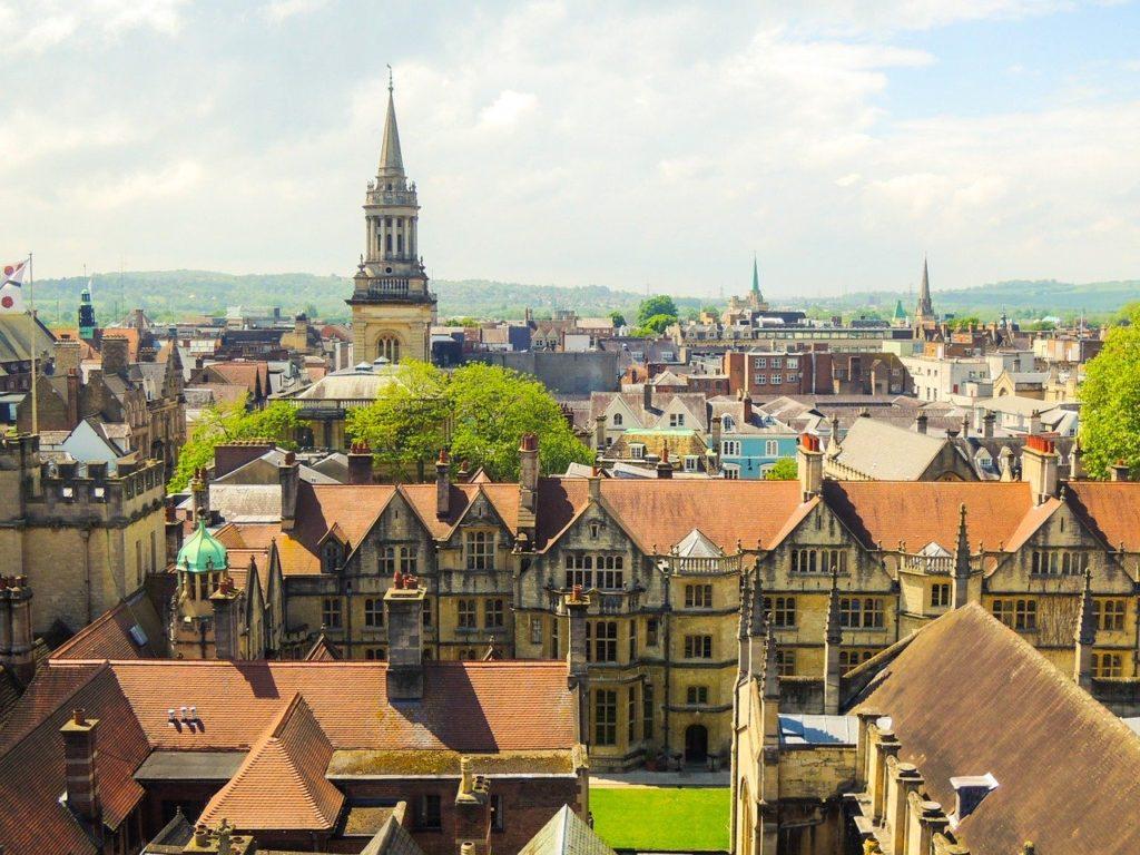 オックスフォードの街並みの写真