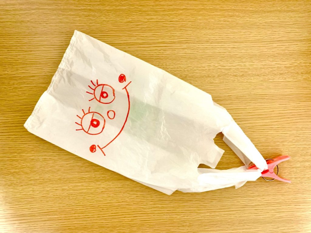 ビニール袋パラシュートの写真